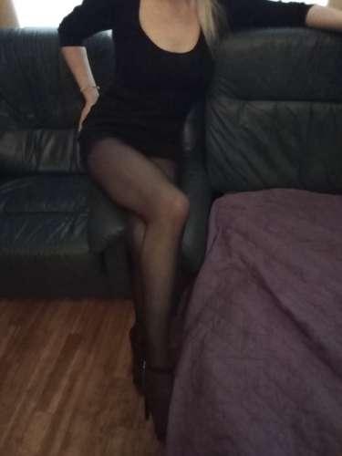 Dana  (37 years)